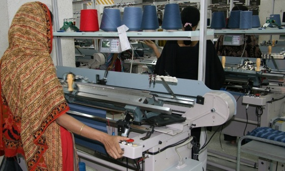 WORKING A FLAT KNIT MACHINE
